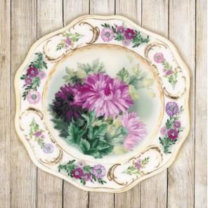 Фрагмент Тарелка с хризантемами Набор для вышивки гладью Риолис 0076РТ