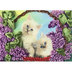 Пример оформления в рамку Коты в корзине Набор для вышивки лентами Каролинка КЛ(Н)-4013