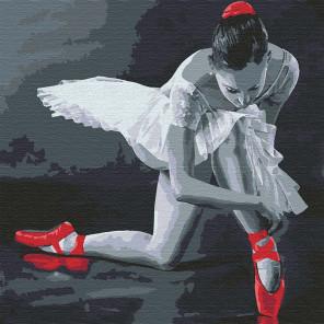 Балерина в красных пуантах Раскраска картина по номерам на холсте KHM0037