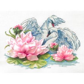 Лебеди Набор для вышивания счетным крестом и лентами Многоцветница МЛН-08