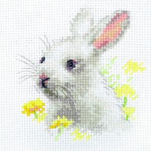 Белый крольчонок Набор для вышивания Алиса 0-226