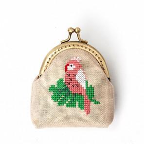Внешний вид упаковки Розовый попугай Набор для вышивания кошелька XIU Crafts 2860405