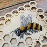 Пример вышитой работы Пчела. Органайзер Набор для вышивания на деревянной основе МП Студия О-025