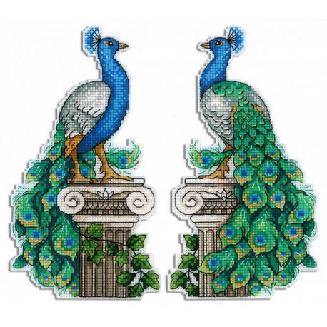 Набор Королевский павлин Набор для вышивания на пластиковой канве МП-Студия Р-574