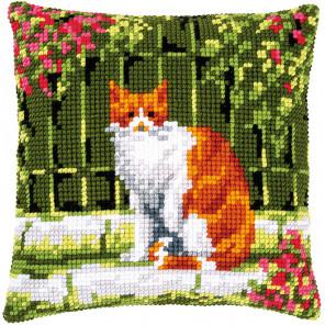 Кошка среди цветов Набор для вышивания подушки Vervaco PN-0184400