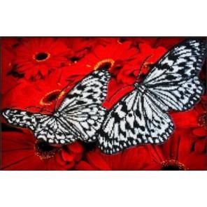 Бабочки на красном Набор для частичной вышивки бисером Паутинка