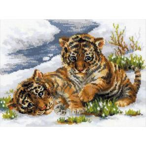 Тигрята в снегу Набор для вышивания Риолис