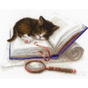 Котенок на книжке Набор для вышивания