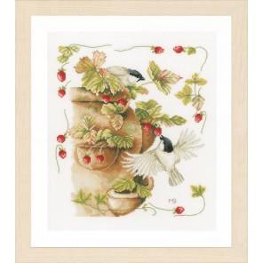 Strawberries & Birds Набор для вышивания LanArte PN-0168599