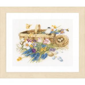 Spring Flowers Набор для вышивания LanArte PN-0155028