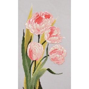 Пример оформления в рамке Символ весны Набор для вышивания Овен 781