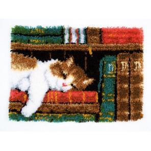 Кот на книжной полке Набор для вышивания коврика VERVACO
