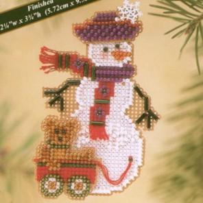 Снеговичок с медвежонком Набор для вышивания MILL HILL