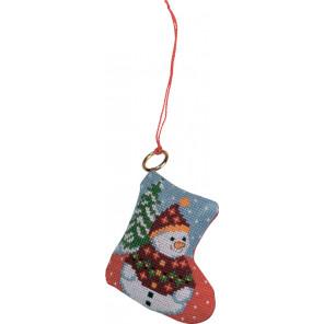 В рамке Снеговик на елке Набор для вышивания ёлочного украшения Permin 01-8228